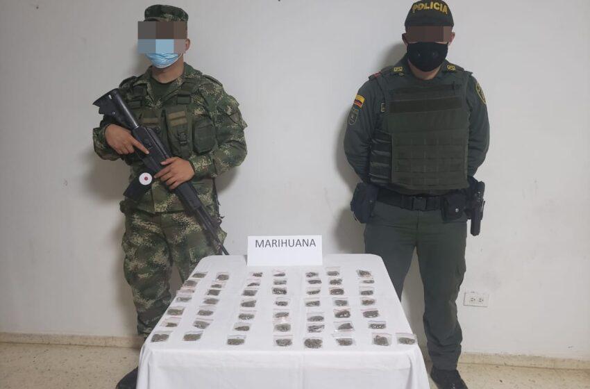 Pelado de 17 años lo cojieron  con 50  bolsas de marihuana -Puerto Wilches (Santander )