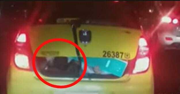 Como no le cabían más pasajeros, taxista metió a dos niñas en el baúl de su carro en Bogotá
