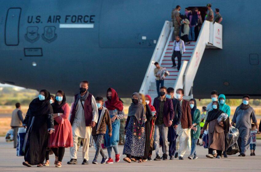 Refugiados afganos no podrían trabajar ni estudiar en el país, según Migración Colombia